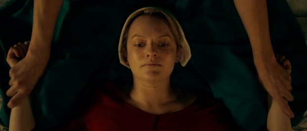 La ceremonia de The Handmaid's Tale - violación