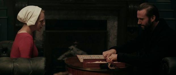 Escena Scrabble en The Handmaid's Tale - el poder de la palabra