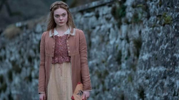 En la película Mary Shelley, Elle Fanning interpreta a la escritora de Frankenstein