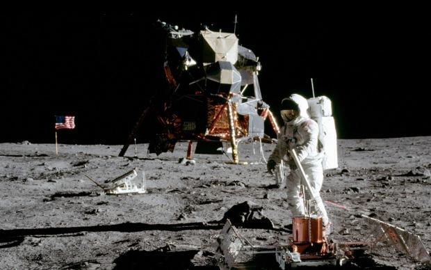 Apollo_11_on_Moon
