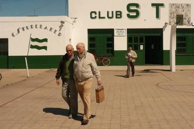 cine-de-pueblo-una-historia-itinerante-de-sebastian-hermida